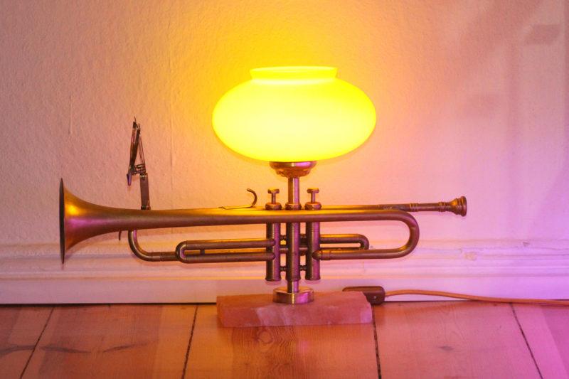 Trompetenlampe Tischlampe Glasschirm Salzblock Design Vintage Handarbeit aus Berlin
