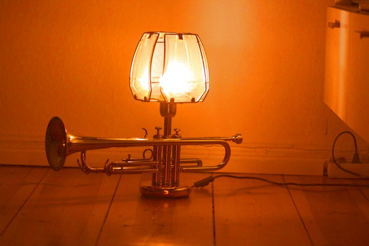 Trompetenlampe Tischleuchte Glasschirm Gold Handarbeit