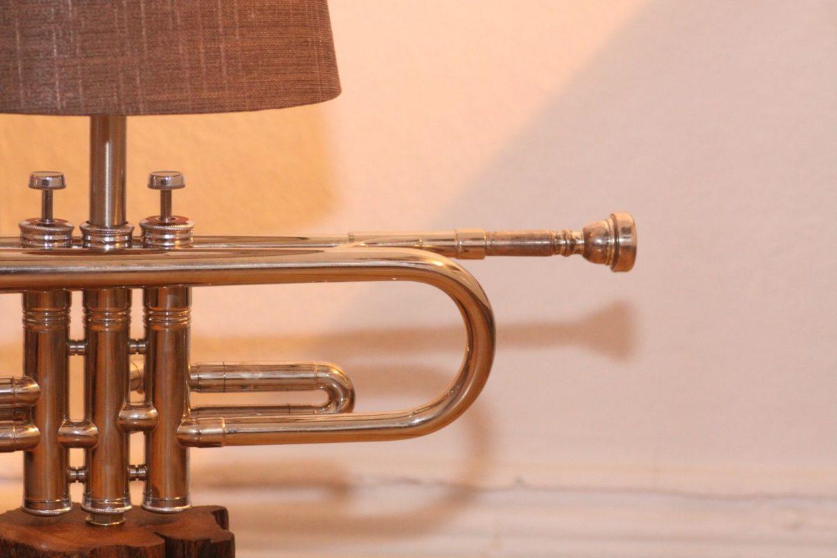 Trompetenlampe Tischlampe Vesilbert Holz