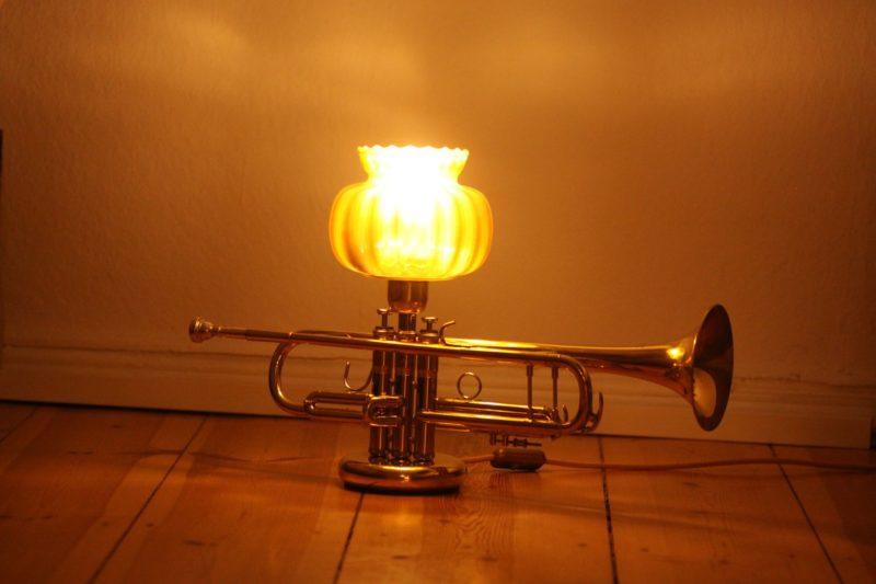 Trompetenlampe Glasschirm Gold Handarbeit Vintage Design