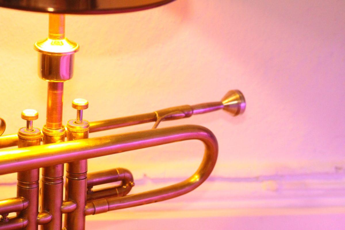 Trompetenlampe Tischleuchte Messing Kupfer Design Berlin Mundstück