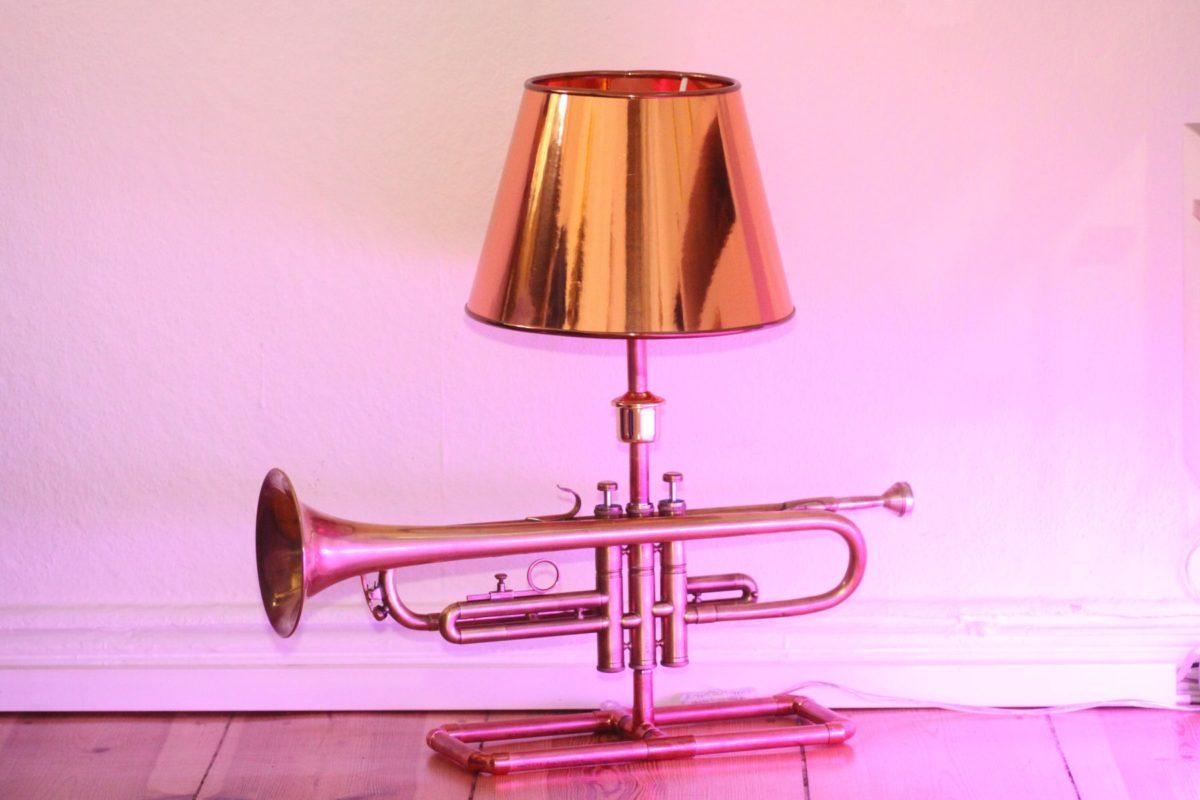 Trompetenlampe Tischleuchte Messing Kupfer Design Berlin Ausgeschaltet