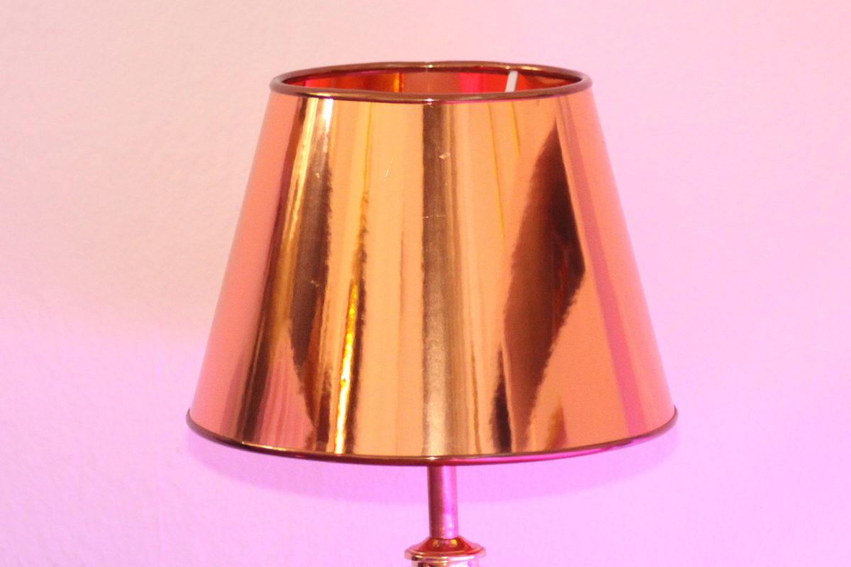 Trompetenlampe Tischleuchte Messing Kupfer Design Berlin Lampenschirm Ausgeschaltet