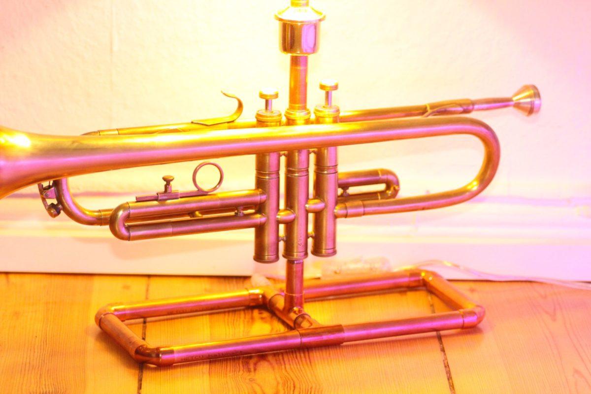 Trompetenlampe Tischleuchte Messing Kupfer Design Berlin Trompete