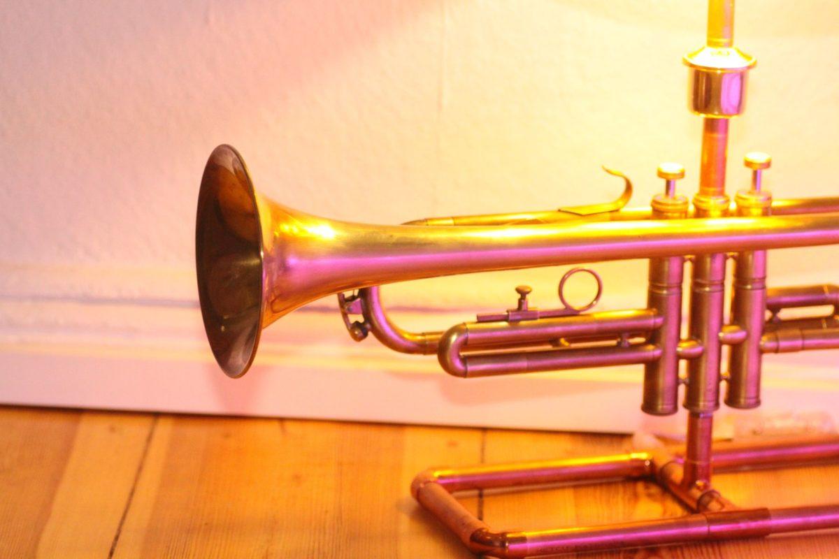 Trompetenlampe Tischleuchte Messing Kupfer Design Berlin Schallbecher