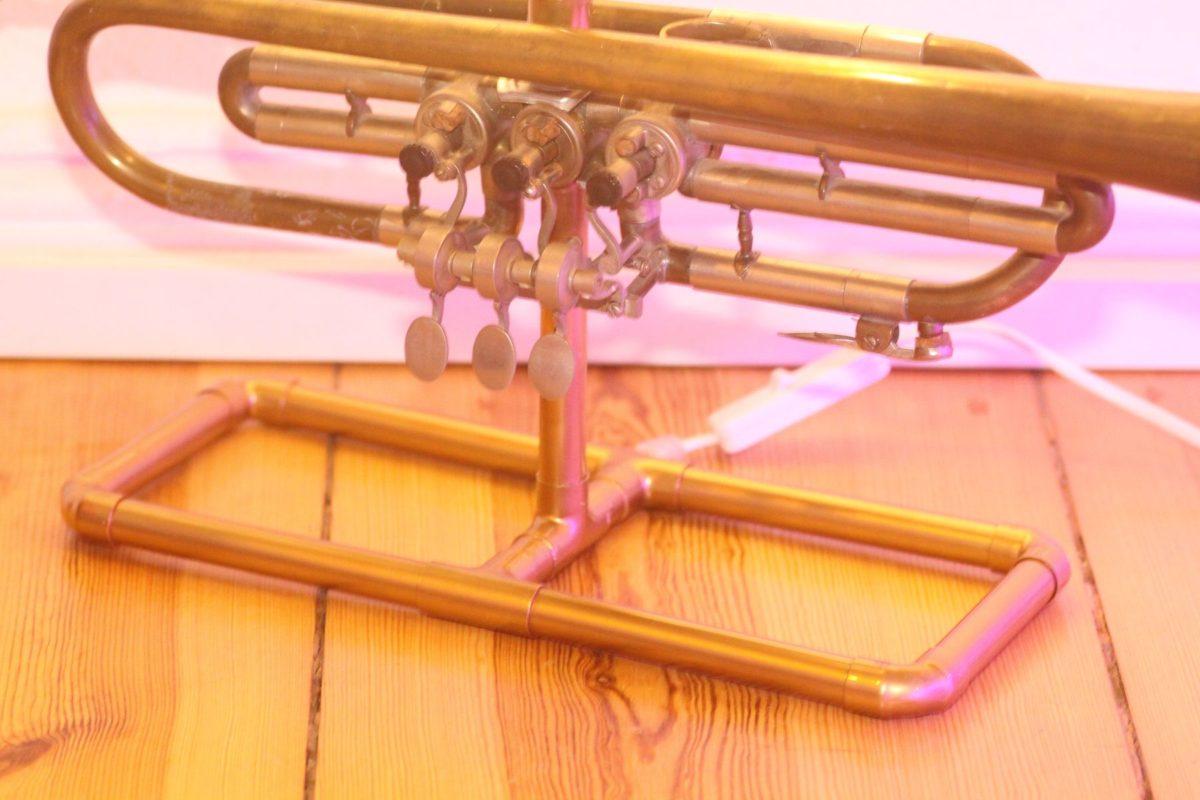 Trompetenlampe Tischleuchte Messing Kupfer Vintage Berlin 23_08 Fuss Kupferrohre