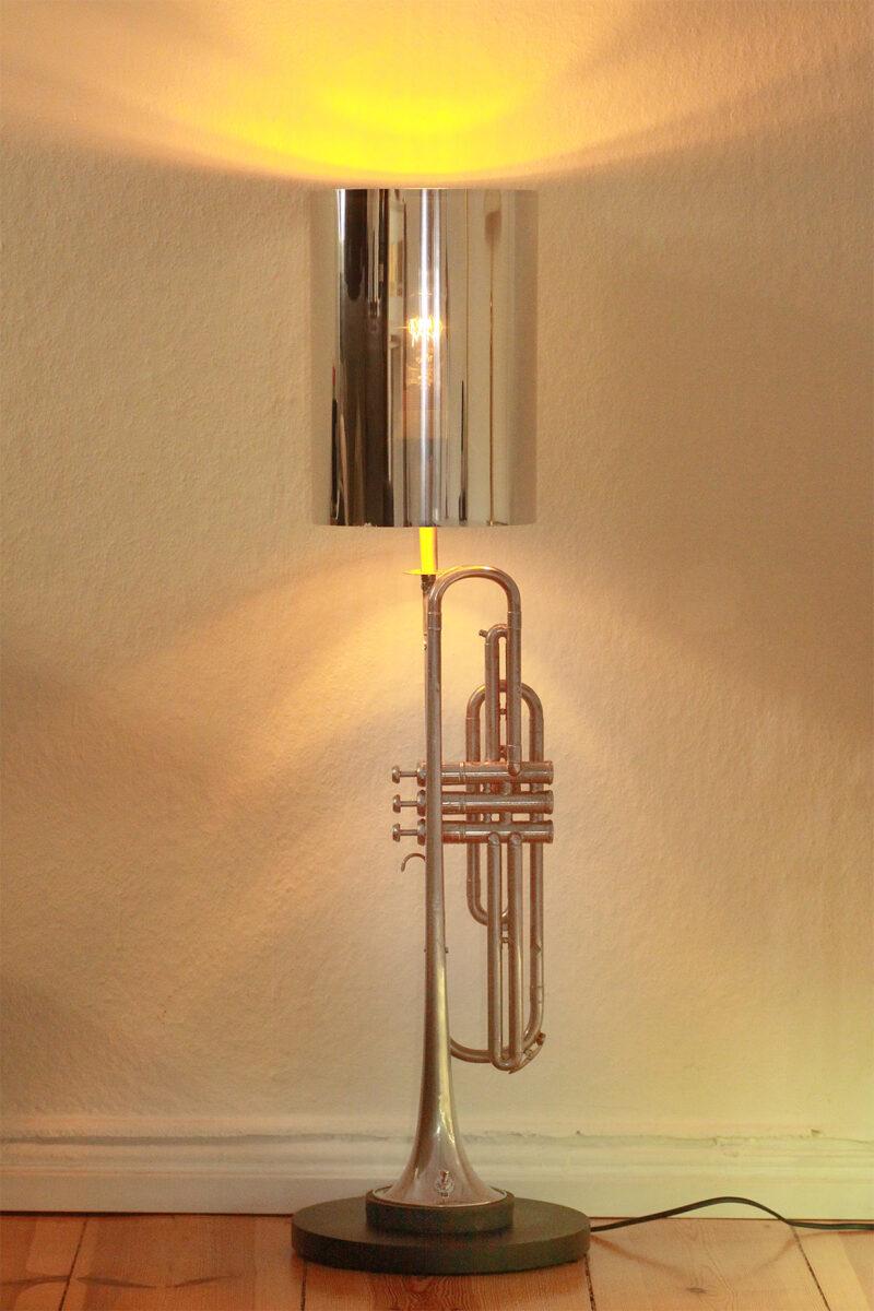 Trompetenlampe Stehlampe Silber Schwarz Edison Glühbirne Nachhaltig